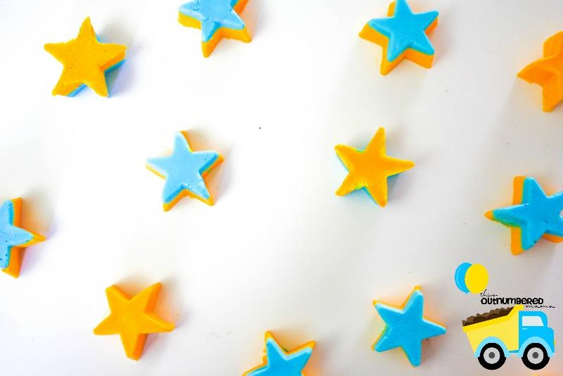 These starry night homemade bath crayons are made with lavender essential oil, so they help your little ones to naturally wind down in the bath before bedtime, making it easier for them to fall asleep! Simple to make and so much fun!