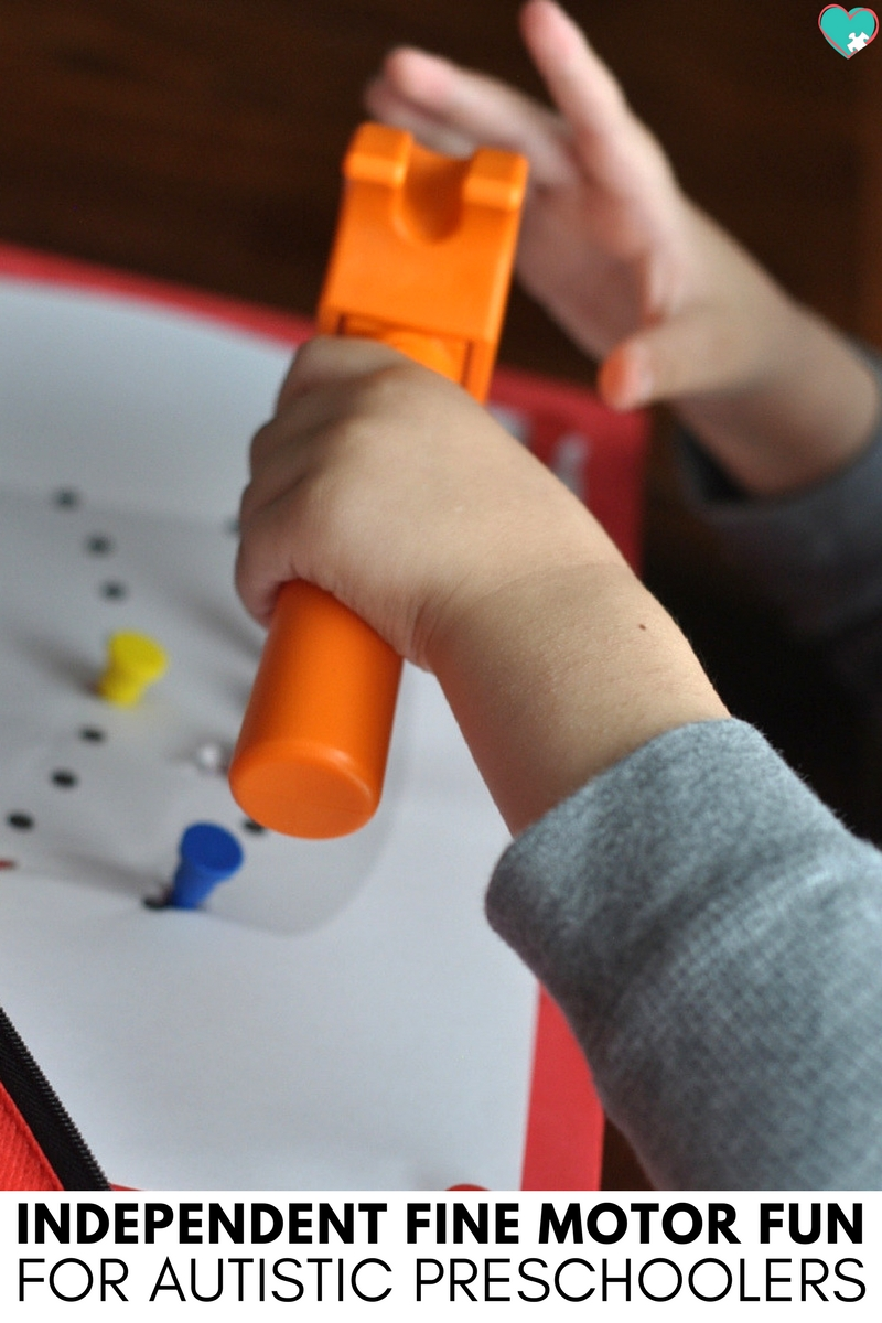 We love this simple independent fine motor activity for autistic preschoolers that develops their hand strength while they have fun!