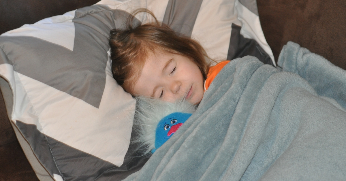 5 Simple Tips to Have a Successful Summer Sleepover (1)